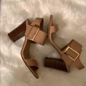 NWOT Breckelles Patia buckle chunky heel sandal